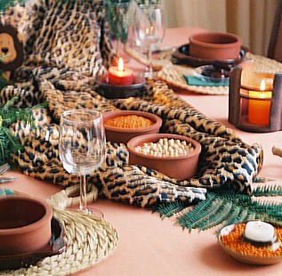 Table decor Settings African table decoration